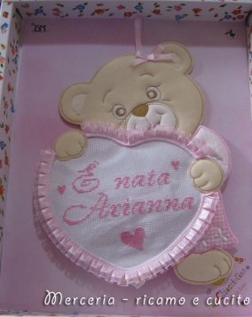 coccarda-fiocco-nascita-orsetto-con-cuore-per-Arianna