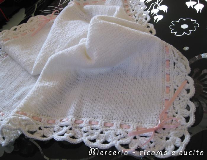 Copertina in lana per neonato gift ricamo e cucito for Bordi a uncinetto con spiegazioni