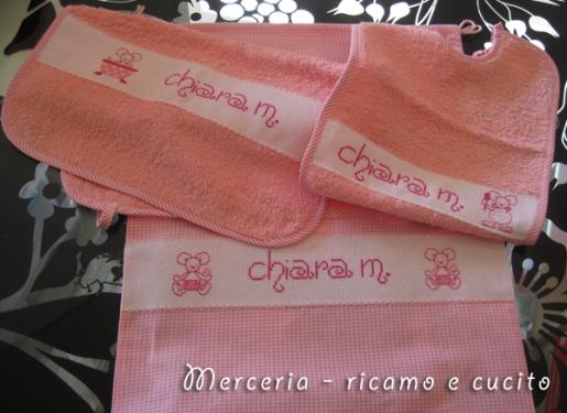 Set-bambina-con-bavetta,-asciugamano-e-sacchetto-per-Chiara
