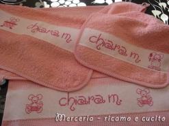 Set-bambina-con-bavetta,-asciugamano-e-sacchetto-per-Chiara1