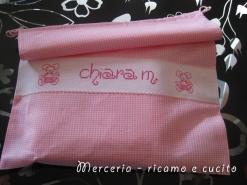 Set-bambina-con-bavetta,-asciugamano-e-sacchetto-per-Chiara2