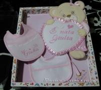 coccarda-fiocco-nascita-orsetto-con-cuore-e-bavetta-per-Giulia
