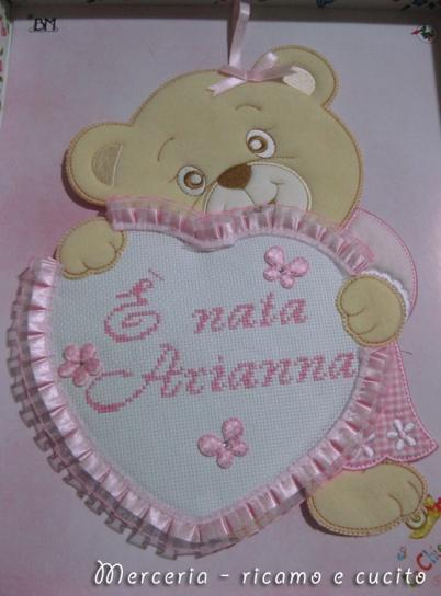 Coccarda-fiocco-nascita-orsetto-con-cuore-rosa-per-Arianna