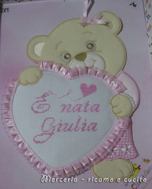 coccarda-fiocco-nascitaorsetto-con-cuore-e-bavetta-per-Giulia-1