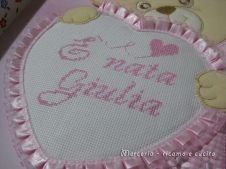 coccarda-fiocco-nascitaorsetto-con-cuore-e-bavetta-per-Giulia-3