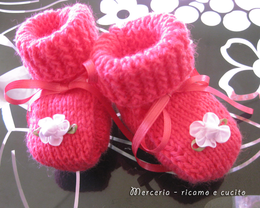 ... di lana ai ferri con fiore » Scarpette-neonato-di-lana-ai-ferri-con