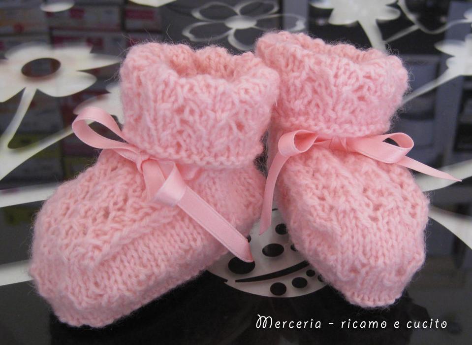 in lana rosa ai ferri » scarpette-neonato-di-lana-ai-ferri-rosa-1
