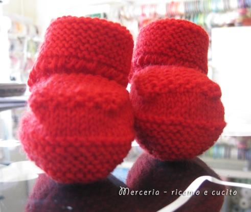 scarpette-neonato-di-lana-ai-ferri-rosso-1