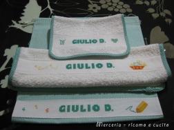 Set-bambino-con-bavetta,-asciugamano-e-sacchetto-per-Giulio