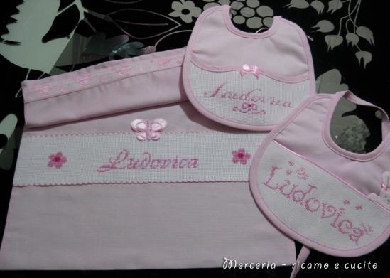 Sacchetto-nascita-farfalla-e-bavette-per-Ludovica