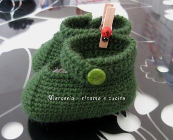 Scarpette-verdi-per-neonato-di-lana-ai-ferri