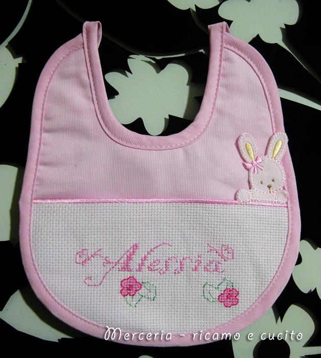 Bavetta rosa con coniglietto per alessia gift for Farfalline punto croce