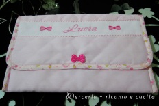 Busta-portaoggetti-rosa-per-Lucia-1