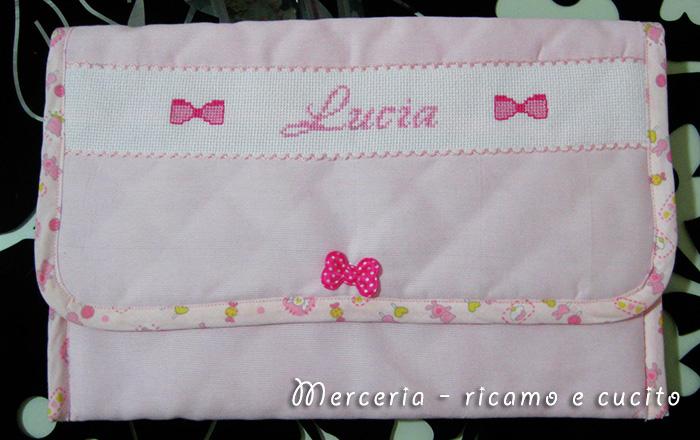 Busta portaoggetti rosa per Lucia