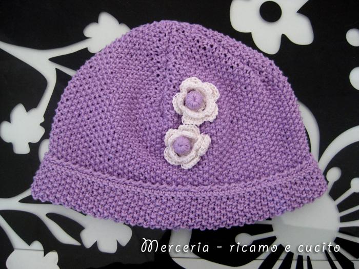 Favoloso Cappellino neonato fatto ai ferri con fiori all'uncinetto | Gift WO55