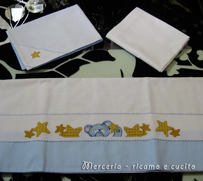 Lenzuola-con-federa-per-culla-e-carrozzina-con-orsetto-e-stelline