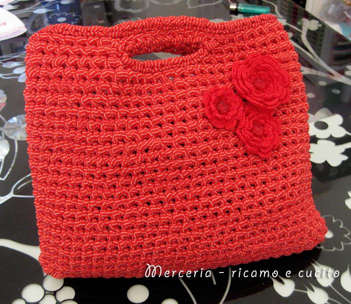 Borsa in fettuccia rossa con fiori