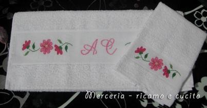 coppia-asciugamani-con-fiori-e-iniziali-2