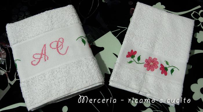 coppia-asciugamani-con-fiori-e-iniziali