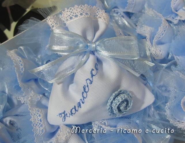 Sacchettini bomboniere portaconfetti celeste con fiore per Francesco
