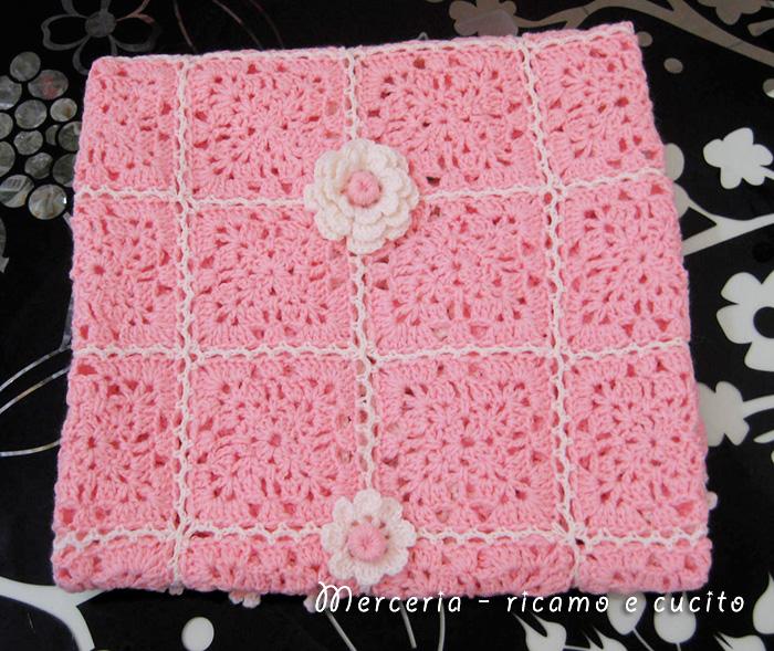 Copertina a quadretti con fiori in lana gift for Disegni di coperta inclusi