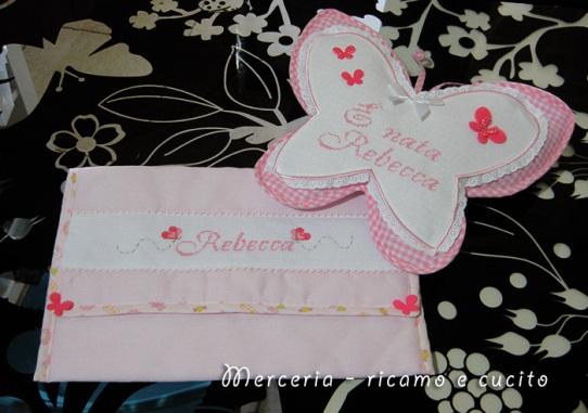 Busta porta oggetti e fiocco nascita farfalla Per Rebecca