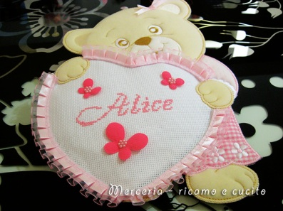 Porta pannolini e fiocco nascita orsetto con cuore per Alice