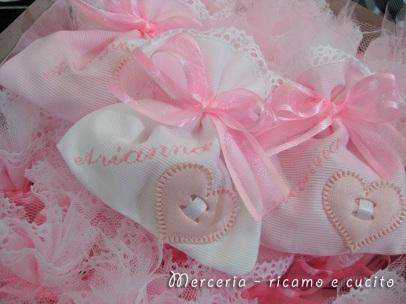 Sacchettini-bomboniere-portaconfetti-rosa-con-cuore-per-Arianna-3
