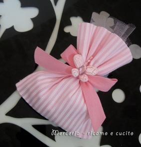 Sacchettini bomboniere portaconfetti rosa con farfalla 2