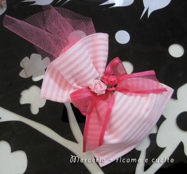 Sacchettini bomboniere portaconfetti rosa con roselline