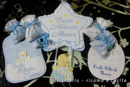 Fiocchi nascita, sacchettini bomboniera, bavette e ciuccio per Carlo Alberto Maria