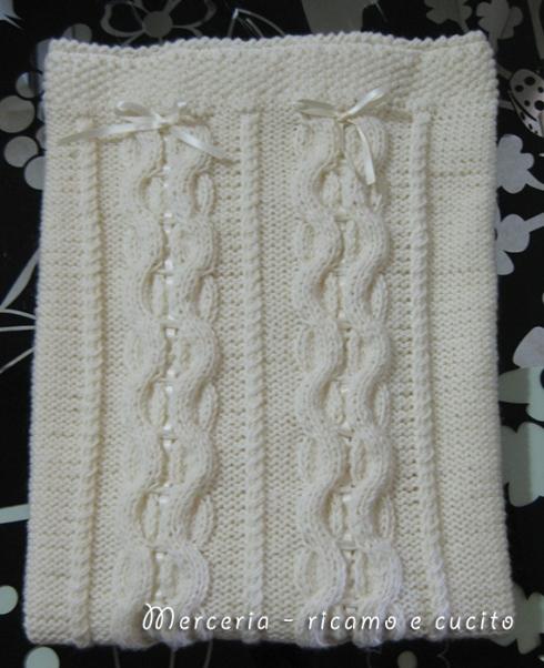 Copertina con intrecci in lana per neonato