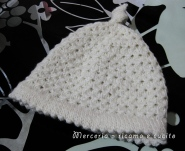 Cappellino in lana con treccia