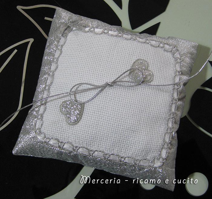 Cuscino portafedi con cuoricini gift - Cuscino portafedi punto croce ...