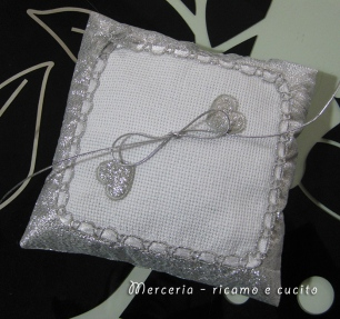 Cuscino portafedi con cuoricini gift ricamo e cucito - Cuscino portafedi punto croce ...