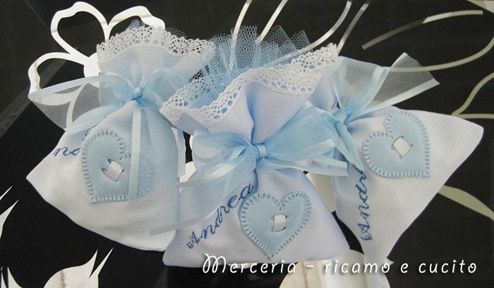 Sacchettini bomboniere portaconfetti celeste con cuore per Andrea ...