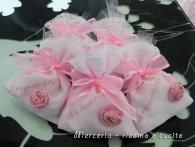 Fiocco nascita cuore rosa e sacchettini bomboniera con fiore per Benedetta