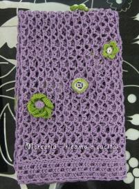 Copertina lilla con fiori applicati a forma di cuore