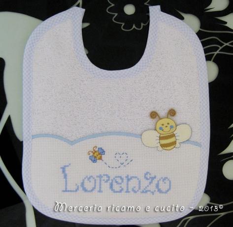Bavaglino con ape e fiocco nascita macchina per Lorenzo