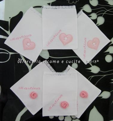 Sacchettini bomboniere portaconfetti bianchi con cuore e fiore per Martina