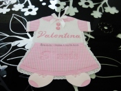 Fiocco nascita abitino rosa e bavetta con cuoricini per Valentina