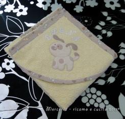 Accappatoio neonato con cane e bavetta con cuori per Elena