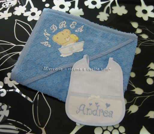 Accappatoio neonato con orsetto bagno e bavetta rigata per Andrea