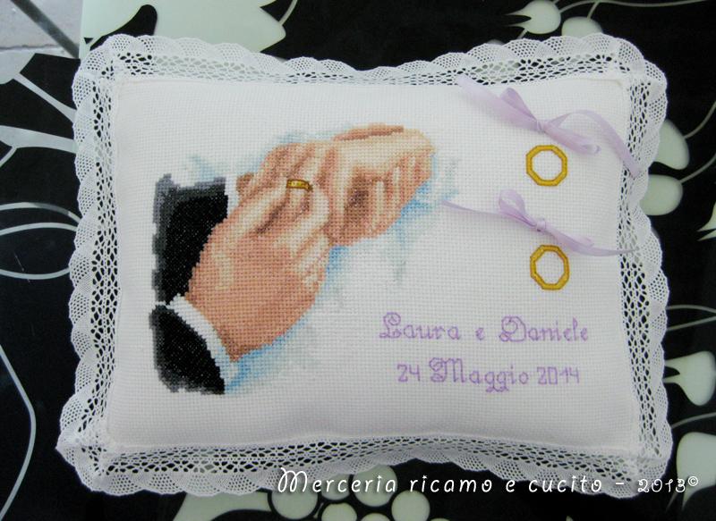 Cuscino portafedi con ritratto per laura e daniele gift - Cuscino portafedi punto croce ...