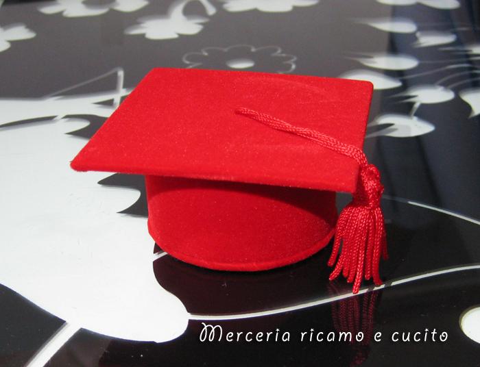 Eccezionale Bomboniera portaconfetti tocco rosso per Laurea : (Grottaglie) QE15