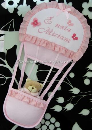 Bavetta prima misura con fiocchetti e fiocco nascita mongolfiera rosa per Miriam
