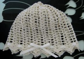 Cuffia cappello panna con rosellina all'uncinetto per neonato