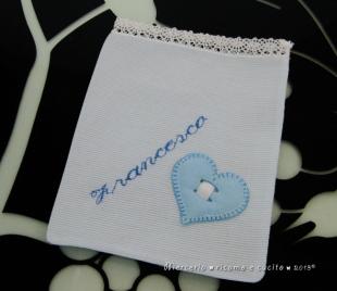 Sacchettini bomboniere portaconfetti celeste con cuore per Francesco