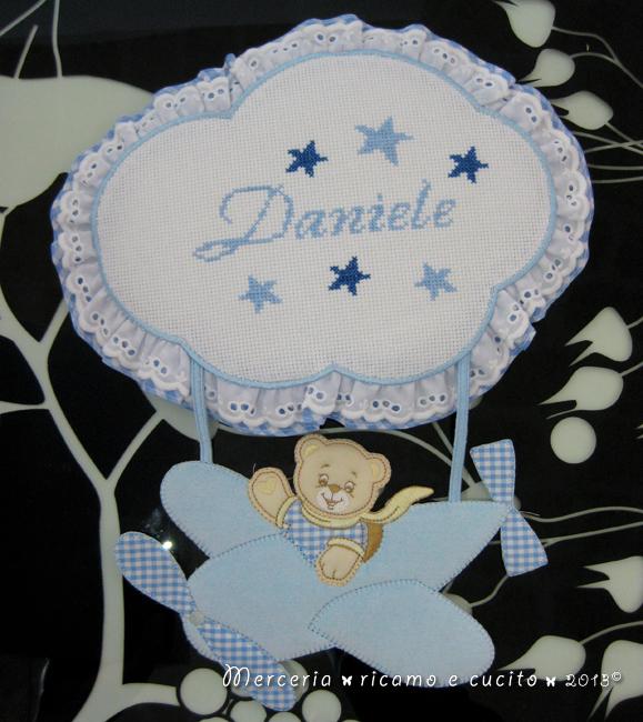Fiocco nascita aeroplano celeste e bavette per Daniele