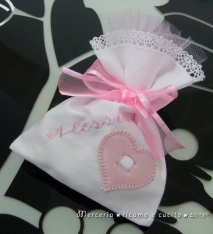 Sacchettini bomboniere portaconfetti bianchi con cuore per Alessia